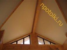 Коричневый белый потолок